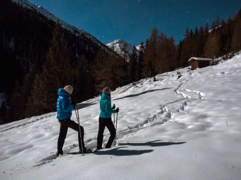 Freizeit - Winter - Schneeschuhwandern - Symbolfoto3