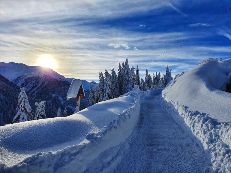 Freizeit - Winterfreizeit - Winterwandern - Symbolfoto